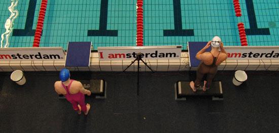 Moniek Nijhuis en Lia Dekker voor de start van de 100school finale