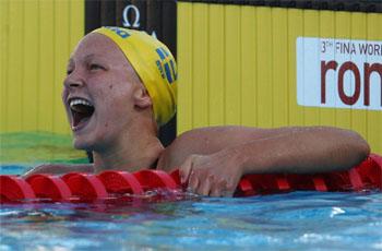 Sarah Sjostrom juicht na haar WR op de 100vlinder