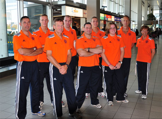 Ploeg voor de WK militairen. Achterste rij Rick de Greef, Paul van Veghelen, Jeroen Stuut. Voorste rij rechts Estelle de Jong