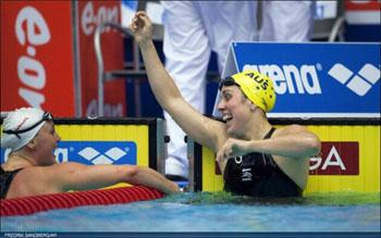 Felicity Galvez na haar wereldrecord op de 100m vlinderslag