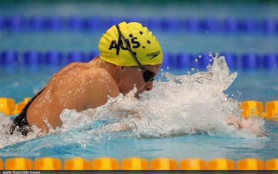 Leisel Jones zwemt 1.03.00 op de 100school