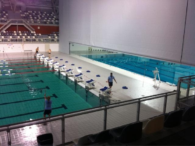 Groen water in het wedstrijdbad